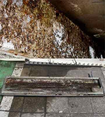 水漏れを起こしかねないエアコンの熱交換器とドレンパンの汚れ