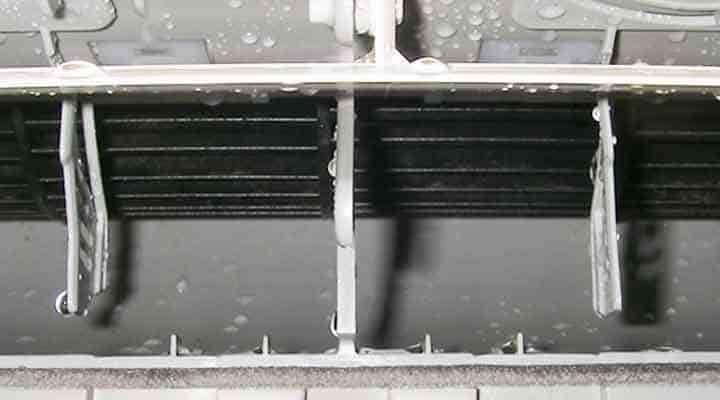 クリーニング後のファンと吹出口 京都の壁掛形エアコン