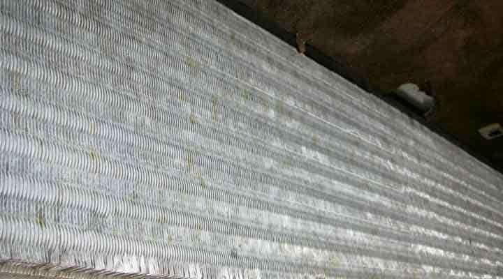 クリーニング後の熱交換器 京都の天井カセット形エアコン2方向吹出