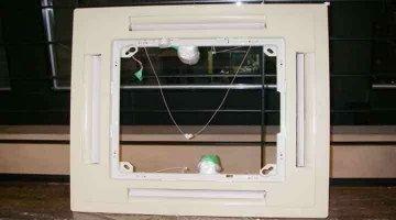 クリーニング後のパネル 天井カセット形エアコン4方向吹出