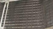 クリーニング前の熱交換器 京都の天井カセット形エアコン4方向吹出
