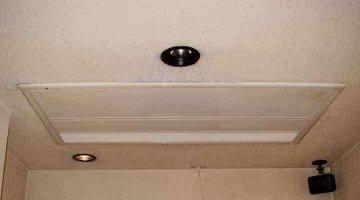 クリーニング後のパネル 天井ビルトイン形エアコン