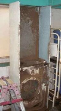 クリーニング前の筐体 床置形エアコン