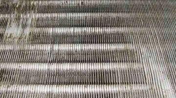クリーニング後の熱交換器 京都の天井吊下形エアコン