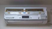 クリーニング前のフィルター自動掃除機能付のダイキン壁掛形エアコン