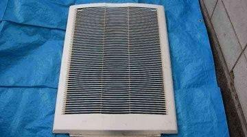 クリーニング前の吸込グリル 床置形エアコン