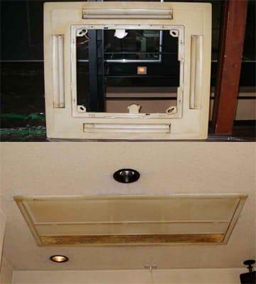 汚れた天井カセット形と天井ビルトイン形エアコンのパネル